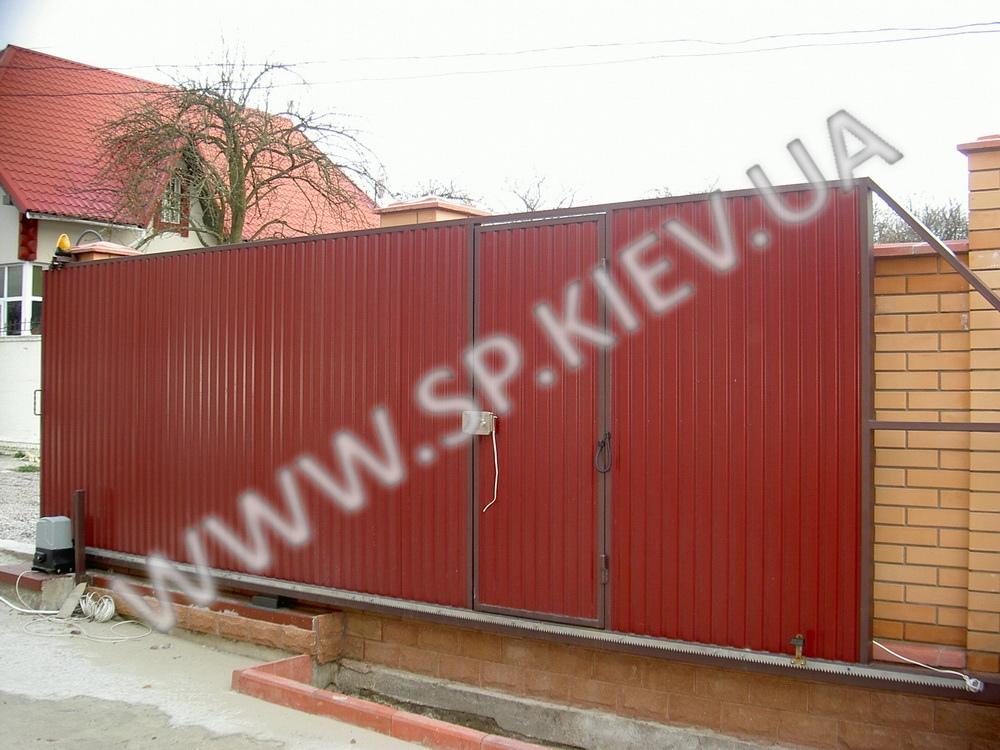 Сдвижные ворота с калиткой вид со двора