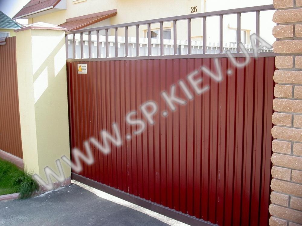 Красные сдвижные ворота