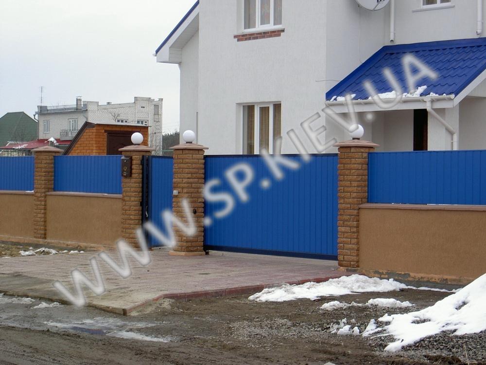 Откатные ворота и забор из профнастила