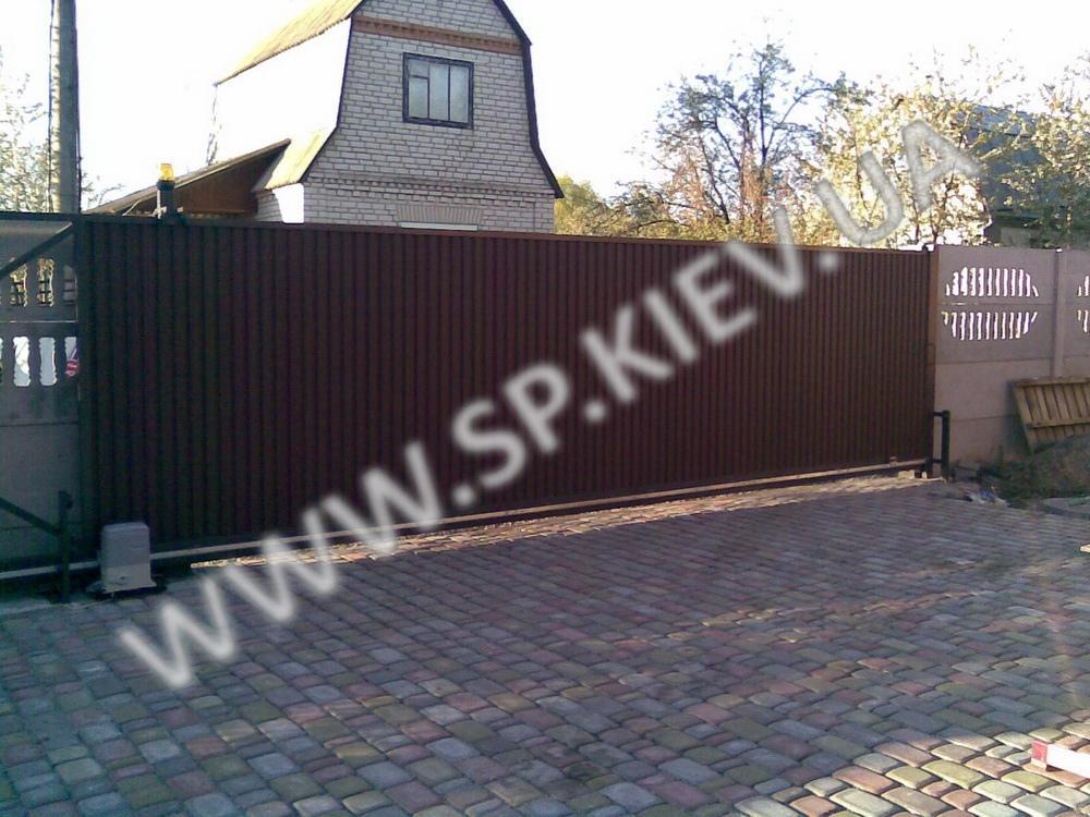 Откатные ворота на проем 6 метров вид со двора